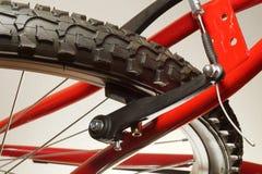 Cykel närbild på hjulet, gummihjul V-typbromsar royaltyfri bild