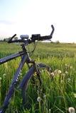 Cykel på fältet Royaltyfria Bilder