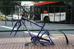 Cykel på gatan Singapore Arkivbild
