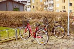 Cykel på parkering Arkivbilder