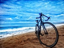 Cykel på stranden Royaltyfria Foton