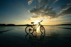 Cykel på stranden Fotografering för Bildbyråer