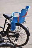 cykel parkerad skola Royaltyfria Foton