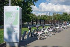 Cykel som delar systemet i Moskva Arkivbild
