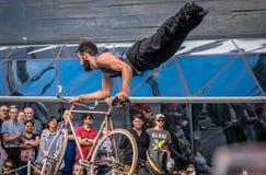 Cykelakrobatik Fotografering för Bildbyråer