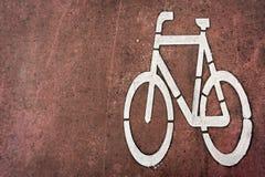 Cykelbanatecknet på parkerar royaltyfria foton