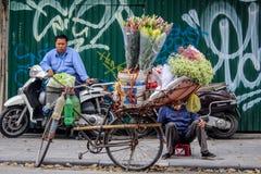 Cykelblommasäljare fotografering för bildbyråer