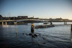 Cykelbro Från Christianshavn till Nyhavn copenhagen denmark arkivfoto