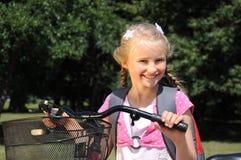 cykelflicka little Royaltyfri Foto