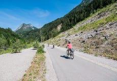 Cykelgränd: Innichen I - Lienz A arkivbild