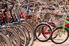 cykelhanden shoppar second Arkivfoton