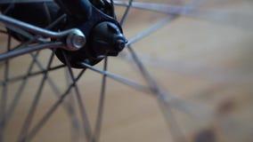 Cykelhjul med eker som rotera flyttningar lager videofilmer