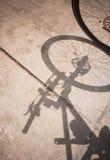 Cykelhjul och skugga royaltyfri foto