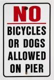 cykelhundpir som förbjuder teckenvarning Royaltyfri Fotografi