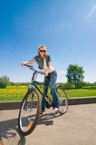 cykelkvinna Royaltyfri Foto