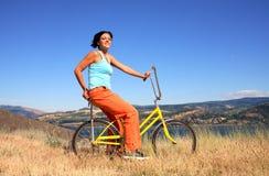 cykelkvinna Arkivbilder