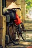 Cykeln är på sidan går Royaltyfri Bild