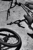 Cykeln parkerar skuggor Royaltyfria Foton