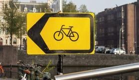 Cykeln undertecknar in Amsterdam Royaltyfri Foto