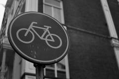 Cykeln undertecknar in Amsterdam Royaltyfria Bilder