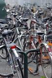 Cykelparkering i Frankrike arkivbild