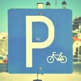 Cykelparkeringsplatstecken Fotografering för Bildbyråer