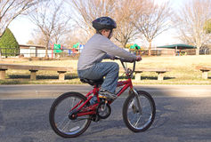 cykelpojkeridning Royaltyfri Fotografi