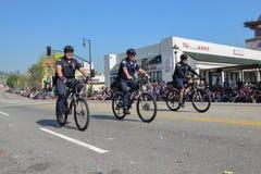 Cykelpolis under den 117. guld- Dragon Parade Royaltyfria Foton