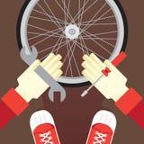 Cykelreparationen, förseglar gummihjulpunkteringen Arkivbild