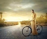 Cykelrittkvinna Arkivbild