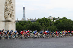 cykelryttare Tour de France fans i Paris, Frankrike Sportkonkurrenser Cykelpeloton Royaltyfri Bild