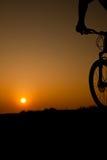 cykelsolnedgång Arkivbild