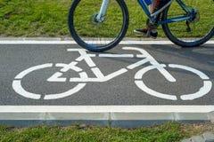 Cykeltecken och cykel Royaltyfria Bilder