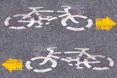 Cykeltecken på vägen royaltyfria bilder