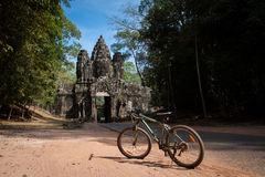 Cykeltur på Angkor Thom, Cambodja Arkivbilder
