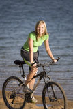 cykelvattenkvinna Arkivfoto