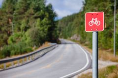 Cykl trasa podpisuje wewnątrz Południowego Norwegia zdjęcia royalty free