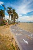 Cykla banan längs stranden, i den Venedig stranden, Los Angeles Royaltyfri Fotografi