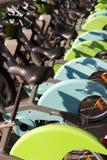 Cykla dela stationen för systemet Velib Metropole i Paris Frankrike royaltyfri bild