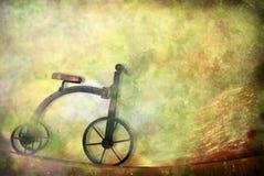 cykla den gammala toytrehjulingen för kortet Royaltyfria Foton