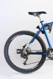 cykla det grunda cykla perspektiv för berg för händer för skogen för fokusen för cyklistdjupfältet Arkivfoton
