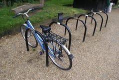 Cykla eller cykla kuggar på ett parkeringsområde Royaltyfri Bild