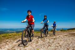 Cykla för familj Arkivbild