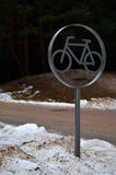 Cykla i vinter Royaltyfria Bilder