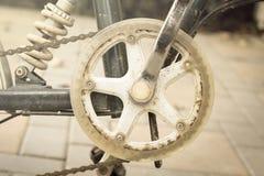 Cykla kugghjulet och kedjan, tappningstilljus. Arkivfoto