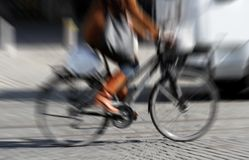cykla kvinna royaltyfri fotografi