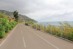 Cykla ny luft, kondition för reslust för väg för havet för rekreationferiehelgen längs kustvägen Arkivbilder