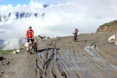 Cykla på berg. Royaltyfri Fotografi