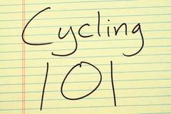Cykla 101 på ett gult lagligt block Royaltyfri Bild