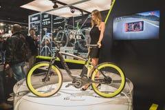 Cykla på skärm på EICMA 2014 i Milan, Italien Royaltyfri Foto